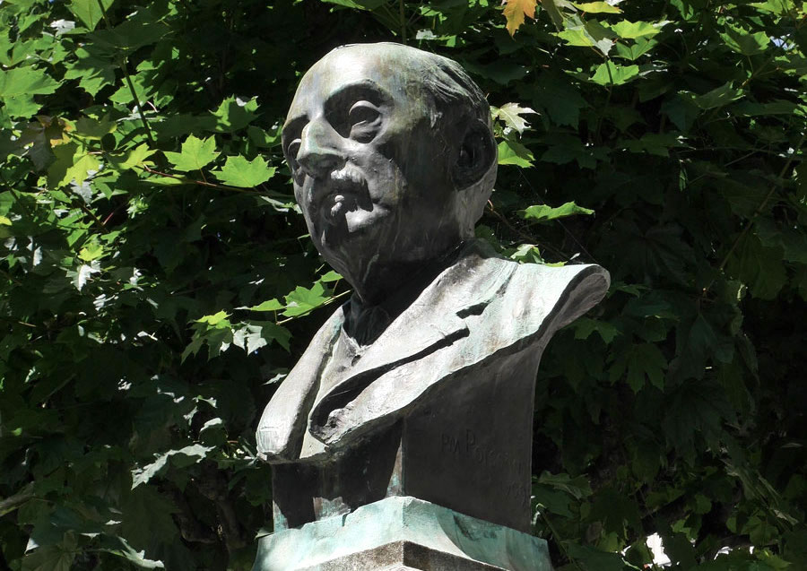 Buste du monument à André Lemoyne (1822-1907), à Saint-Jean-d'Angély (Charente-Maritime).